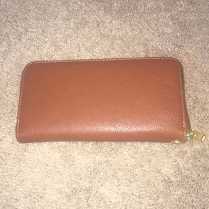 Handbags - ‼️FINAL SALE* Brown wristlet/wallet